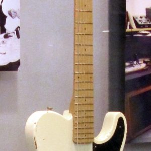 fender_esquire_1st_prototype_in_1949_at_fender_guitar_factory_museum